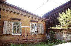 Face graffitied onto house by Nikita Nomerz in Irkutsk, Russia