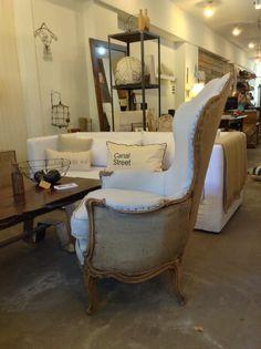 Mezcla de texturas, sillon reciclado tapizado en 2 telas.