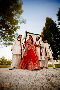 Indian Wedding in Tuscany / The bride arriving to the Wedding