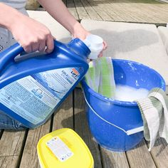 Clean your patio cushions with this simple homemade cleaning hack! Cleaning Recipes, Diy Cleaning Products, Cleaning Hacks, Cleaning Checklist, Cleaning Outdoor Cushions, Outdoor Patio Cushions, Dishwasher Smell, Daily Shower Spray, Clean Patio