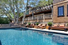 We've put together a gallery of inspiring pool designs. These dream-worthy swimming pool design ideas from are the ultimate in landscape design eye candy. Adding a petite pool to your backyard need not […] Outdoor Pool, Outdoor Spaces, Outdoor Living, Bungalow Interiors, Ceramic Garden Stools, Interior Design Advice, Diy Rustic Decor, House Design Photos, Ranch Style Homes