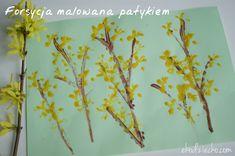 Forsycja malowana patykiem. Praca plastyczna dla dzieci - wiosna. Forsythia is painted with a stick. Artwork for children - spring.