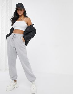 Browse online for the newest Missguided Petite oversized sweatpants in gray marl styles. Shop easier with ASOS' multiple payments and return options (Ts&Cs apply). Jogger Outfit, Cute Sweatpants Outfit, Gray Sweatpants, Fashion Sweatpants, Teen Fashion Outfits, Retro Outfits, Sporty Fashion, Ski Fashion, Sporty Chic