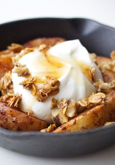 For breakfast that tastes like apple pie, bake slices with cinnamon, protein-packed yogurt, toasted oats and walnut pieces.