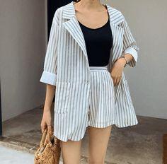 oversized white striped blazer + shorts with black tank top Striped Blazer Outfit, Blazer Outfits, Casual Outfits, Summer Outfits, Tank Top Outfits, Ulzzang Fashion, Asian Fashion, Look Fashion, Fashion Outfits