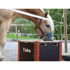 Die #HappyHeu-Futterkiste ermöglicht eine ganz natürliche Fütterung und so einen sorglosen Alltag für Pferd und Mensch. #pferd #pferdefütterung Horses, Animals, Horse Feed, Crate, Animales, Animaux, Animal, Animais, Horse