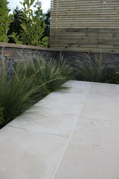Create a traditional or contemporary area of garden paving with Portland Stone Paving Paving Stone Patio, Outdoor Pavers, Patio Slabs, Paving Stones, Garden Slabs, Garden Tiles, Garden Paving, Hard Landscaping Ideas, Home Landscaping