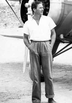 Errol Flynn off on a jaunt in his private plane…    ♥ ♥ ♥