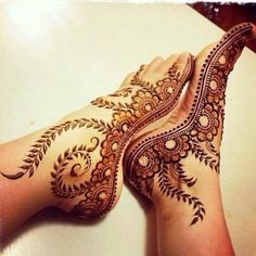 Mehndi design one of the best part for makeup. Everyone can find best mehndi design for hand and legs. Simple Leg Mehndi Designs & Patterns for you. Mehndi Tattoo, Henna Tattoos, Leg Mehndi, Henna Tattoo Designs, Henna Mehndi, Foot Tattoos, Mehendi, Henna Feet, Arabic Henna