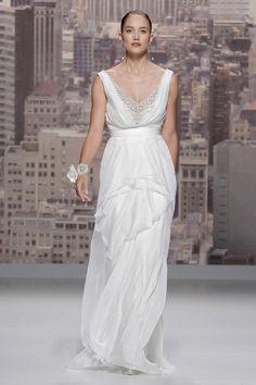 Rosa Clará #BarcelonaBridalWeek 2014 runway. Desfile de Rosa Clará en la #BarcelonaBridalWeek 2014 #Bride #Barcelona #Bridal #Fashion http://www.barcelonabridalweek.com/en/