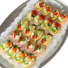 Skewer Appetizers Wedding Appetizers Appetisers Appetizer Recipes Dessert Recipes First Finger Foods Breakfast Crepes Fingerfood Food Design Party Finger Foods, Finger Food Appetizers, Appetizers For Party, Appetizer Recipes, Snacks Party, Finger Food Catering, Party Food Platters, Party Sandwiches, Czech Recipes