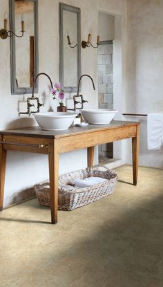 A classic floor for a classic bathroom