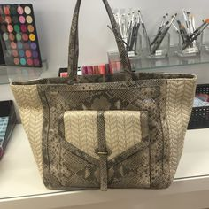 Tory Burch Snake pattern Oversized Tote 100% authenticTory Burch tote with a snake pattern and bold gold Tory Burch emblem in the side. There are 2 phone pockets and one zippered on in the inside and one big one on the outside. Tory Burch Bags Totes