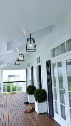 21 Relaxing Porch Design and Decor Ideas for the Perfect Getaway Spot - The Trending House Die Hamptons, Hamptons Style Decor, Front Verandah, Front Porch Lights, Outside Lights On House, Porch Ceiling Lights, Outdoor Porch Lights, Front Deck, Front Porch Design
