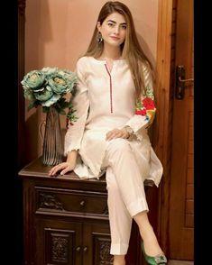 Beautiful Pakistani Dresses, Pakistani Formal Dresses, Pakistani Fashion Casual, Pakistani Dress Design, Pakistani Outfits, Stylish Dresses, Simple Dresses, Stylish Outfits, Casual Dresses