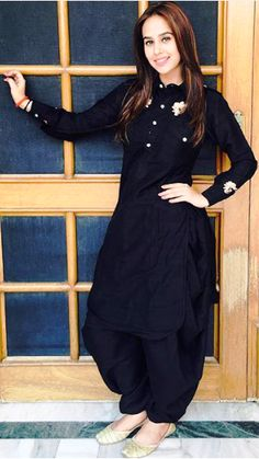 patiala salwar kurti design for girls If there's one style which is constantly linked to Indian Fashion, it is the Patiala suit. Dress Indian Style, Indian Fashion Dresses, Indian Designer Outfits, Indian Outfits, Fashion Outfits, Designer Punjabi Suits, Patiala Suit Designs, Kurta Designs Women, Kurti Designs Party Wear