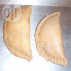 Empanadas mit süßer oder herzhafter Füllung / Dieses Empanadasrezept erklärt, wie man den Teig zubereitet und dann sind 2 verschiedene Füllungen dabei - eine süße mit Apfel und eine mit Rindfleisch. Man kann mit den verschiedensten Füllungen experimentieren. @ de.allrecipes.com