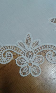 This post was discovered by Ewa Nowak. Discover (and save!) your own Posts on Unirazi. Hand Embroidery Patterns, Embroidery Stitches, Irish Crochet, Crochet Lace, Lace Knitting, Knitting Patterns, Romanian Lace, Kutch Work, Hungarian Embroidery