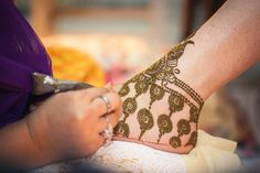 A Stylish Sikh Affair in Jalandhar with Saffron Details : Amarjeet & Kirat Mehndi Tattoo, Henna Mehndi, Mehendi, Mehndi Art, Cool Henna Designs, Bridal Mehndi Designs, Mhendi Design, Henna Drawings, Heena Design