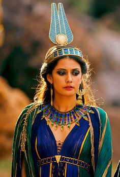 """Costumes - Sibylla Deen as Ankhesenamun in the miniseries """"Tut"""". Ancient Egyptian Clothing, Egyptian Fashion, Egyptian Women, Egyptian Art, Ancient Egypt Fashion, Egyptian Jewelry, Cleopatra Costume, Egyptian Costume, Historical Costume"""