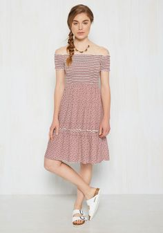 Your ideal day? A sunny picnic with your closest pals while clad in this off-the-shoulder dress! All it takes it slipping into the smocked bodice of this breezy frock, and giving its print of red and white stripes punctuated with black and taupe dots a spin to set your dreams in motion!