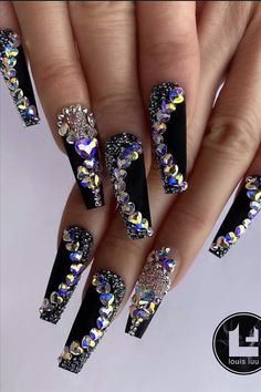 Here are some of spring's most popular diamond manicures. When it comes to diamond manicures, many girls must be in love. Add the sparkly diamond element to your manicure to add glamour and style. Glam Nails, Bling Nails, Cute Nails, Pretty Nails, Diamond Nails, Luxury Nails, Best Acrylic Nails, Holographic Nails, Rhinestone Nails