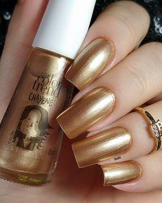 Square Oval Nails, Golden Nails, Elegant Nails, Toque, Pretty Nails, Costa, Nail Polish, Nail Art, Makeup