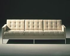 Furniture : Florence Knoll Sofa