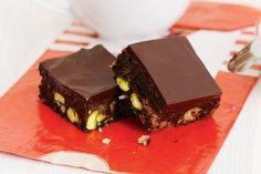 Σοκολατένιο+γλυκό+ψυγείου+με+cookies+και+φιστίκια+Αιγίνης