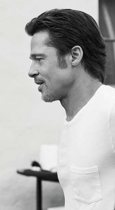 A great actor. Fight Club Brad Pitt, Brat Pitt, Brad Pitt Hair, Brad And Angelina, Le Male, Handsome Actors, Celebrity Hairstyles, Mi Long, Haircuts For Men