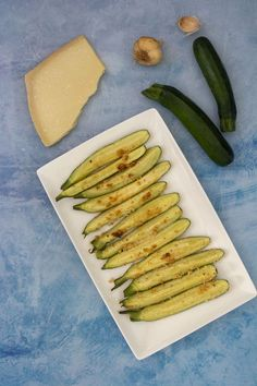 Recette facile pour l'été : courgettes rôties au parmesan Healthy Food Alternatives, 300 Calories, Vegetable Salad, Barbecue, Zucchini, Keto, Favorite Recipes, Vegetables, Cooking