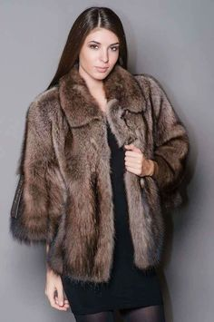 Fur Fashion, Womens Fashion, Stunning Brunette, Fox Fur, Style Guides, Fisher, Poses, Fur Coats, Elegant