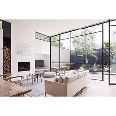 Vintage Trifft Auf Moderne #interior #inspiration #Wohnzimmer #lowboard # Exklusiv #design #dekoration #farben #sofa #wohnwand #bücherregal #spiegelu2026