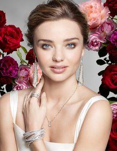 A supermodel australiana Miranda Kerr é a nova beleza das campanhas da SWAROVSKI.