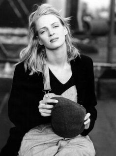 Uma Thurman by famed Annie Leibovitz.if memory serves me immediately before or right after meeting her (former)lover, actor,Ethan Hawke.this glow could be due to early signs of pending motherhood.I should start an Uma Thurman board Annie Leibovitz Photos, Anne Leibovitz, Annie Leibovitz Photography, Celebrity Portraits, Celebrity Photos, Mia Wallace, Portrait Studio, Tilda Swinton, Actrices Hollywood