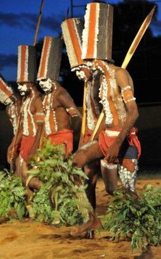 Australia is getting weaker not stronger. Aboriginal History, Aboriginal Culture, Aboriginal People, Aboriginal Art, Australian Continent, Australian Tribes, Australian People, Australian Art, Tasmania