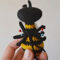 montaje-amigurumi-4 Crochet Animals, Crochet Toys, Queen Bees, Free Pattern, Crochet Necklace, Ladybugs, Blog, Spanish, Tutorials