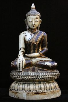 A marble Buddha with lacquer and gilding. Burma (Myanmar), Ava period, 17th century. Height: 57 cm.