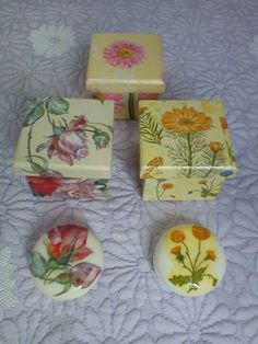 Decorative Soaps, Decoupage Art, Holiday Jewelry, Painted Boxes, Trinket Boxes, Rock Art, Painting On Wood, Craft Projects, Diy Crafts