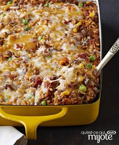 Mexican Beef and Rice Casserole ? Here& a tasty?and Healthy Living?way to make a pound of ground beef serve eight: a flavorful beef and rice casserole made with Mexican-style cheese and taco seasoning. Beef Dishes, Food Dishes, Main Dishes, Rice Dishes, Casserole Dishes, Casserole Recipes, Taco Casserole With Rice, Taco Rice, Casserole Ideas