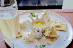 鮮度抜群のフレッシュチーズを食べ比べ♪チーズ好きにはたまらないワインバル「ミルクス」|ことりっぷ
