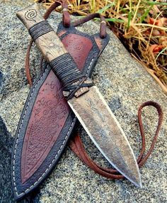 knife making metal Pretty Knives, Cool Knives, Knives And Tools, Knives And Swords, Armas Ninja, Knife Stand, Engraved Pocket Knives, Best Pocket Knife, Arm Armor