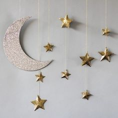 17 Simple Ramadan Decoration Ideas You Can Do at Home The Ramadan paper lanterns will quickly get you home. See information about Ramadan decorations. Everyone will love to embrace the Ramadan atmosphere! Baby Dekor, Ramadan Crafts, Eid Crafts, Star Decorations, Wedding Decorations, Hanging Decorations, Wedding Ideas, Easy Diy Birthday Party Decorations, Wall Decoration With Paper