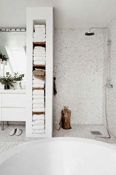 For the past year the bathroom design ideas were dominated by All-white bathroom, black and white retro tiles and seamless shower room Minimal Bathroom, Modern Bathroom Design, Bathroom Interior, Bathroom Ideas, Bathroom Designs, Bathroom Trends, Bathroom Remodeling, Shower Bathroom, Bathroom Towels