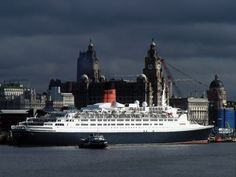 The Cunard cruiser the on her farewell visit to Liverpool. Classic lines and classic, almost timeless views becoming rarer. These smaller ships sadly being replaced by ugly floating shopping trolleys the world over. Liverpool Docks, Liverpool Home, Cunard Ships, Rms Queen Elizabeth, Merchant Navy, Us Travel, Places To See, Street View, Ocean