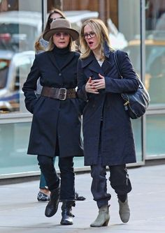 Diane Keaton - Diane Keaton Photos - Diane Keaton and Frind Out in SoHo - Zimbio Diane Keaton, 50 Fashion, Fashion Outfits, Womens Fashion, Spring Fashion, Fashion Photography Inspiration, Advanced Style, Old Women, What To Wear