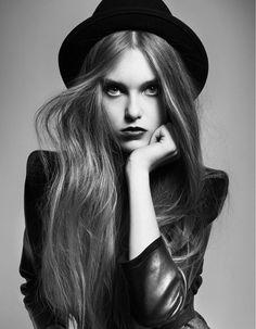 Studio fashion senior picture ideas girls. Studio fashion senior pictures. #fashionseniorpictures #fashionseniorpictureideas