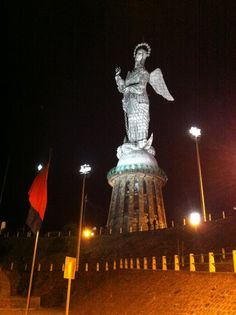 El Panecillo en Quito, Pichincha http://www.ecuadorgalapagostravels.ec/modulos/quito_city_equator.php