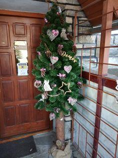 vianoce 2018 Christmas Wreaths, Floral Wreath, Holiday Decor, Home Decor, Christmas Garlands, Homemade Home Decor, Holiday Burlap Wreath, Decoration Home, Floral Garland