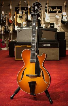 The incomparable Collings Guitars and Mandolins hits it out of the park once again with this exquisite CL Jazz in Iced Tea Burst. Weighs a mere 5 lbs!